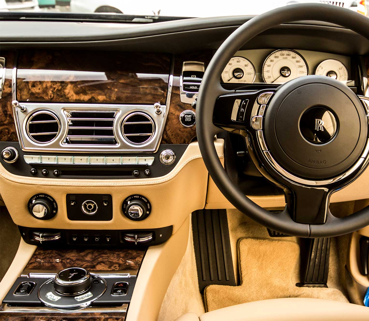Rolls Royce Ghost 2 front dashboard