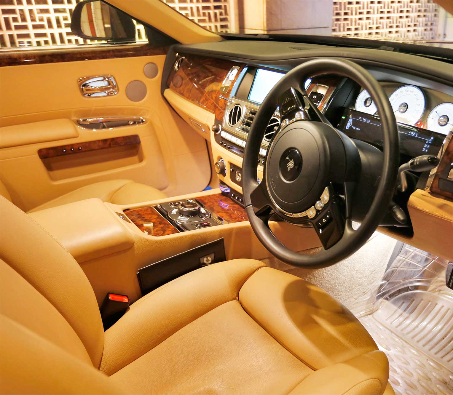 Rolls Royce Ghost 2 front interior