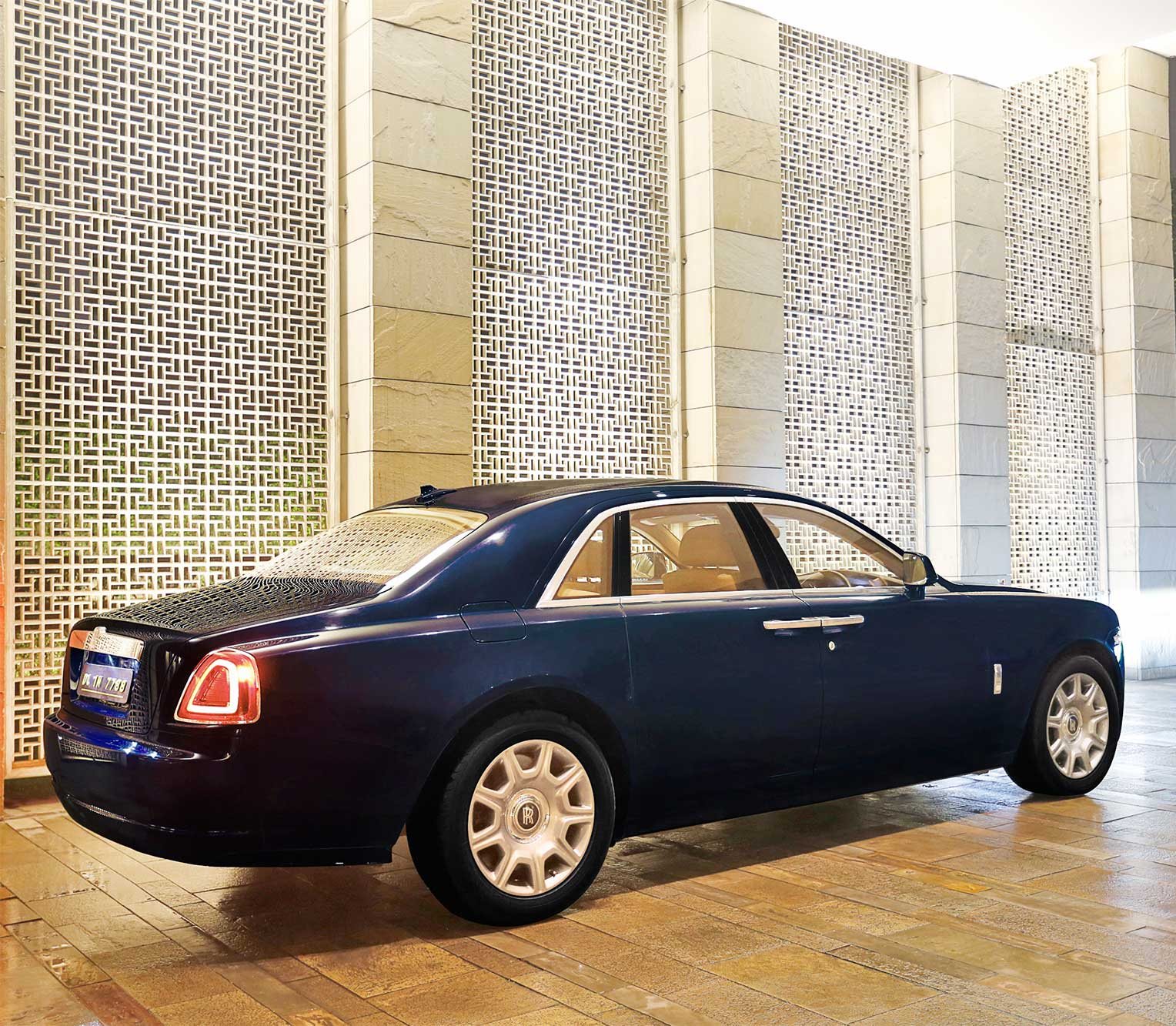 Rolls Royce Ghost 2 rear view