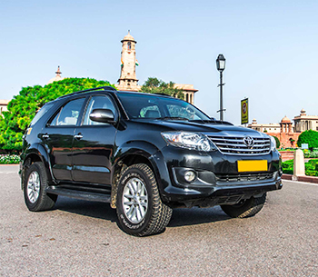 Toyota Fortuner prespective view